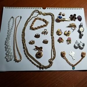 Jewelry - Vintage jewlery lot